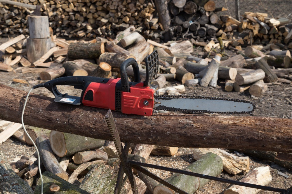 HOW TO PUT A CHAINSAW BLADE ON?